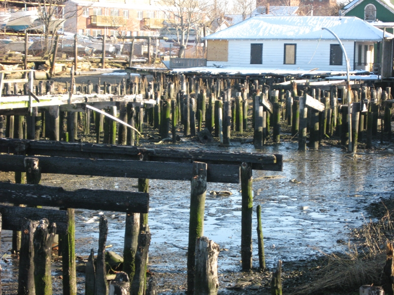 The ruins of a pier community.