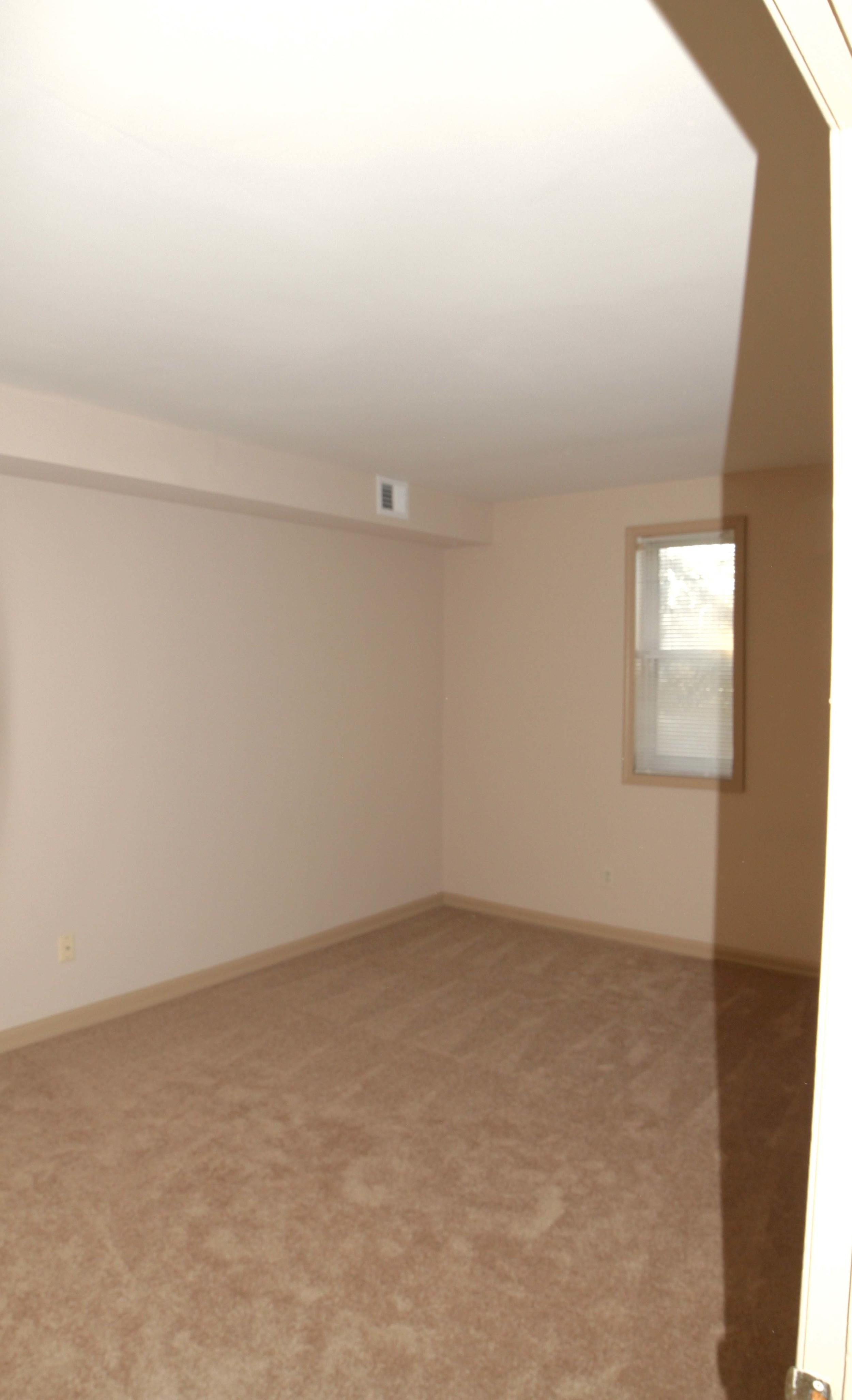 Largebedroom1.jpg
