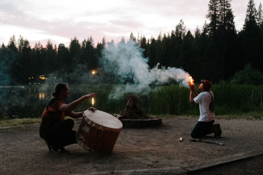 Elemental-Awareness-Instructors-Todd-Larsen-and-Matt-Luciani-Start-Camp-fire-by-demonstrating-how-to-make-fire-with-a-bow-drill-850x567.jpg