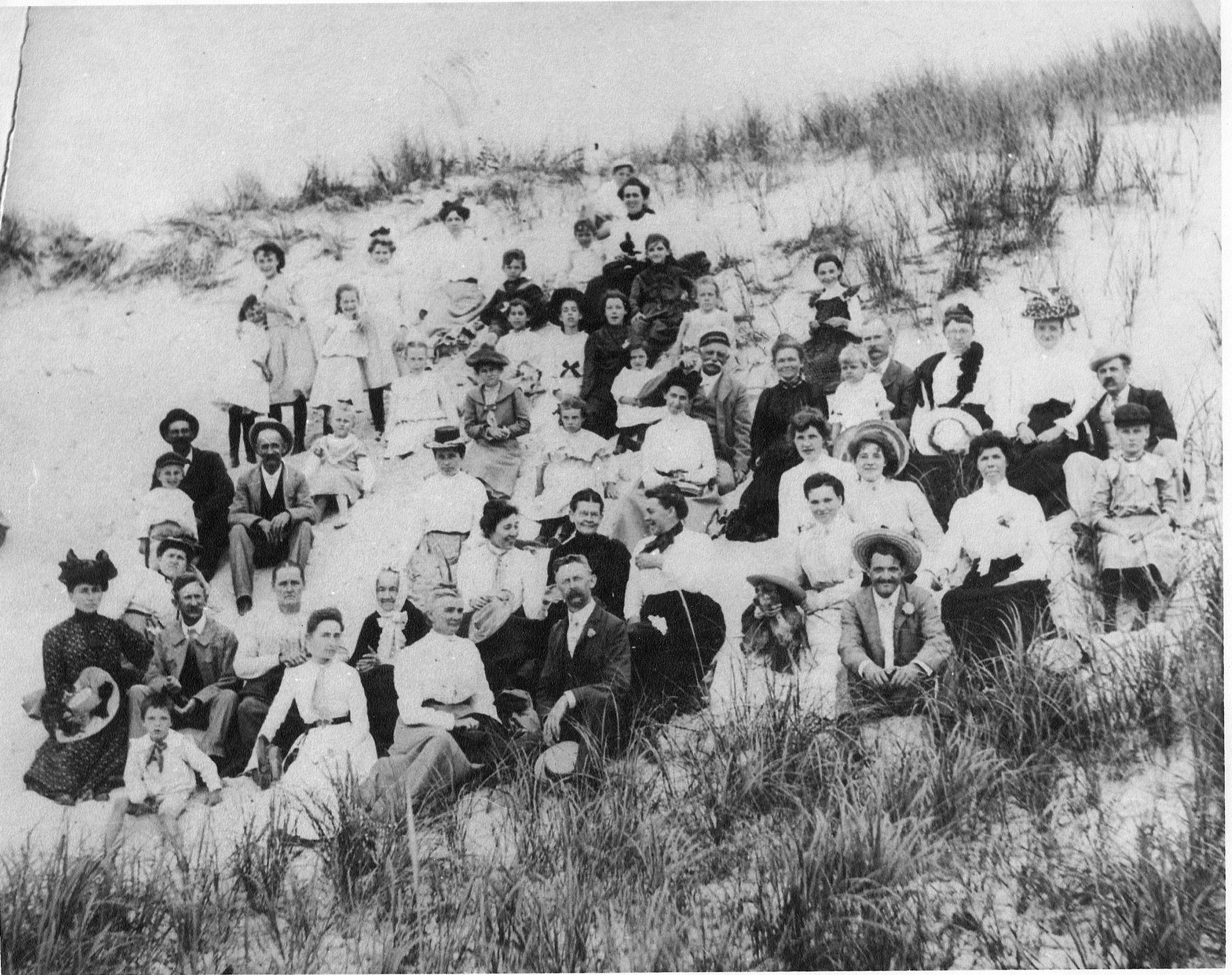 MethodistChurchPicnic circa1904.jpg