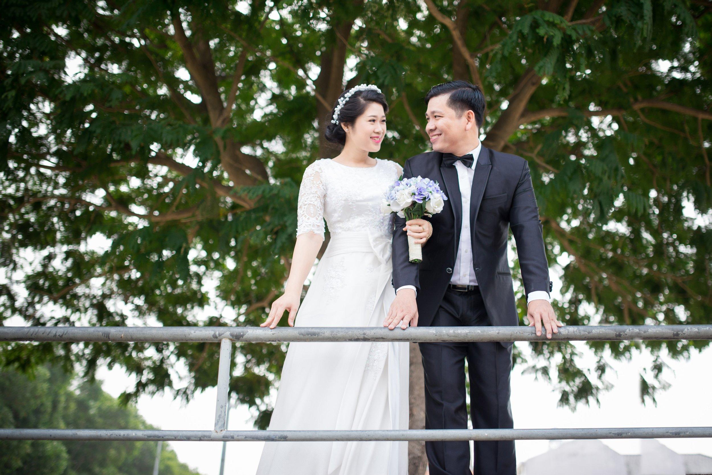 affection-blur-bride-2892187 (1).jpg