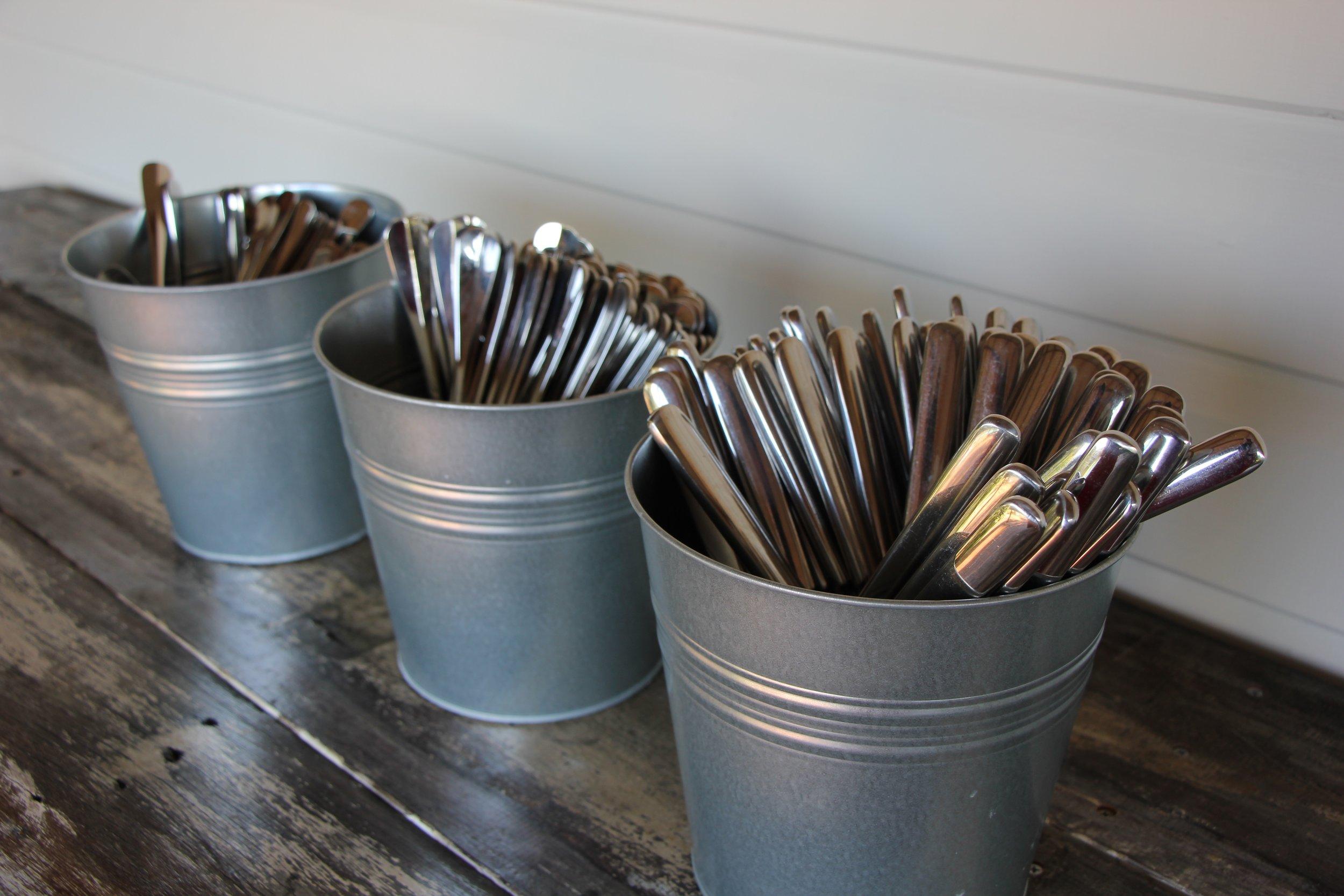 Metal wine bucket. -