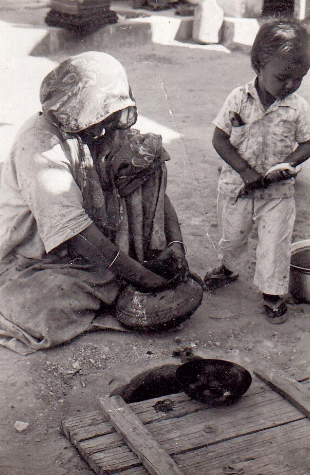 Women from Dhamadka preparing indigo dyes