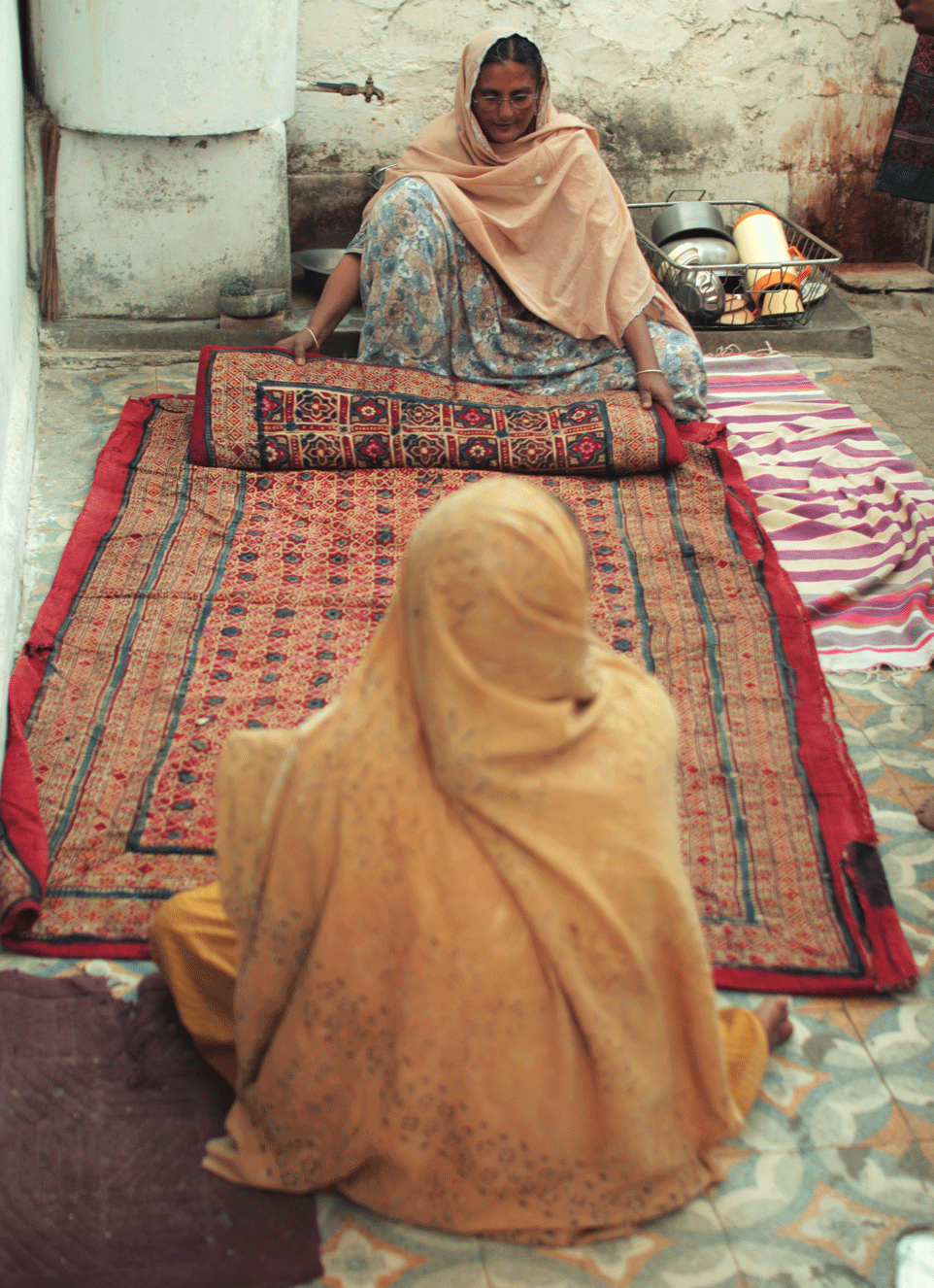 Women display their traditional  Sirakh piece, Dhamadka