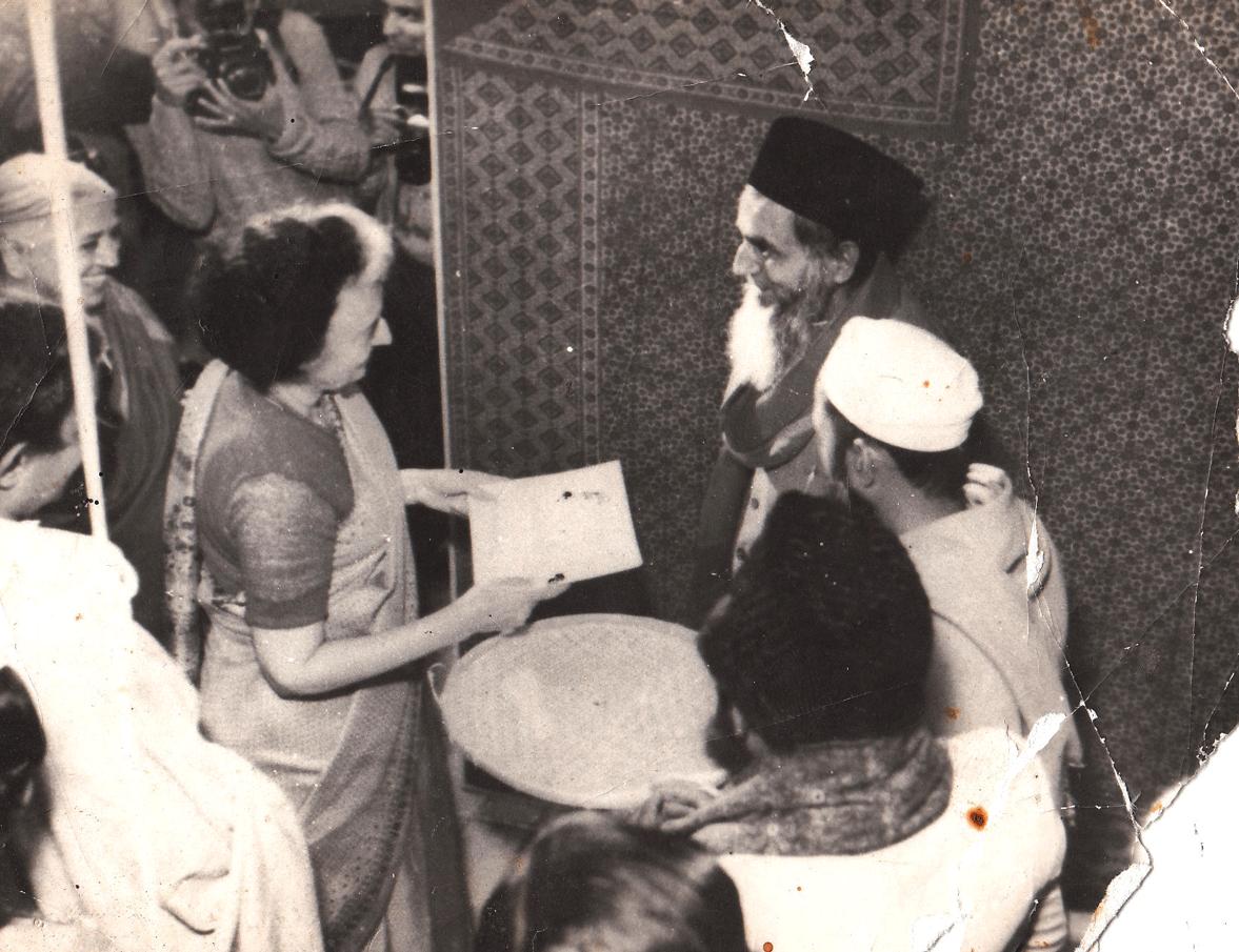 Mohammed Siddiquebhai Khatri meets Mrs. Indira Gandhi at a convention of Indian handicrafts
