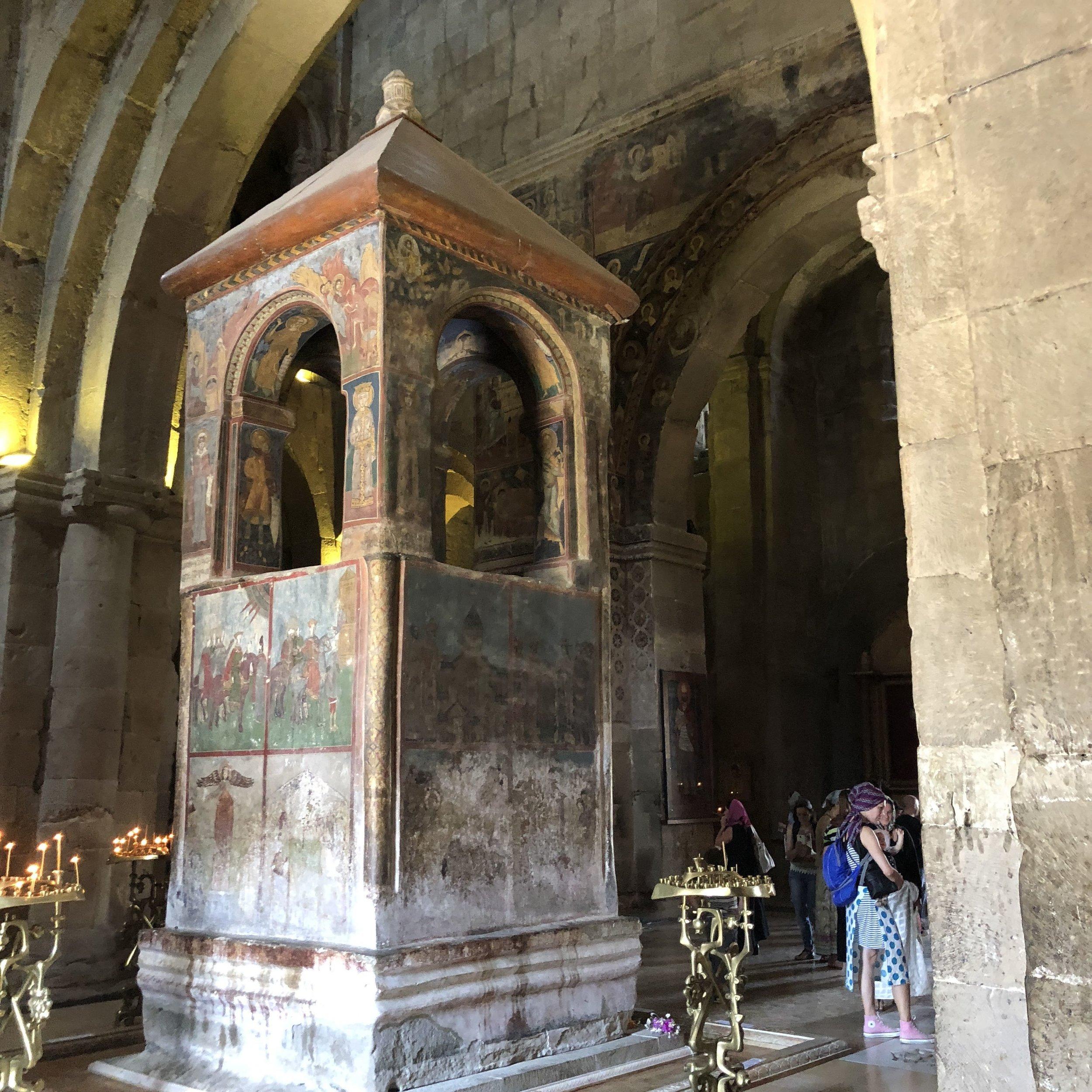 Místa kde vznikala evropská kultura. Mtskheta v Gruzii je označované za svaté město-založeno 5 století před Kristem. Datují se tam začátky ortodoxní křesťanství - na fotce je objekt - kazatelna stará cca 2500 let. -