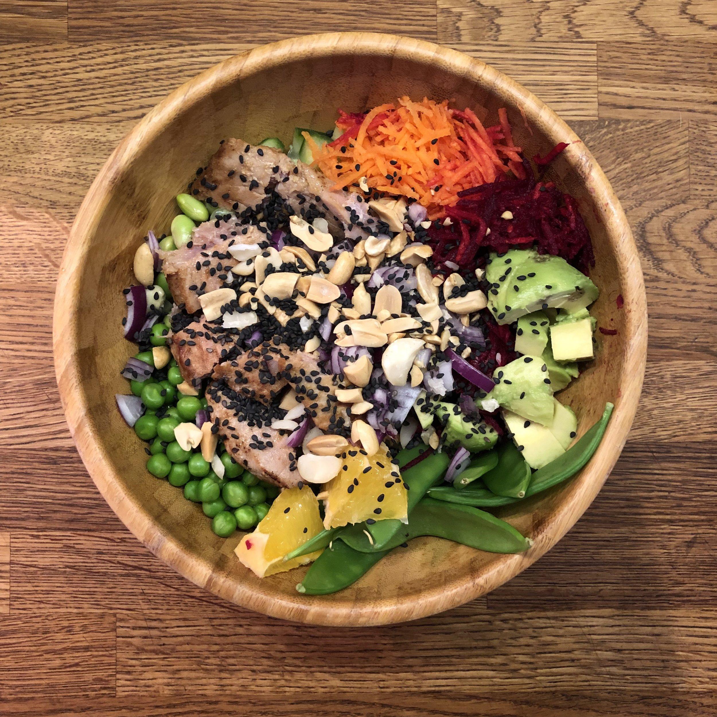 Domácí salmon poke bowl