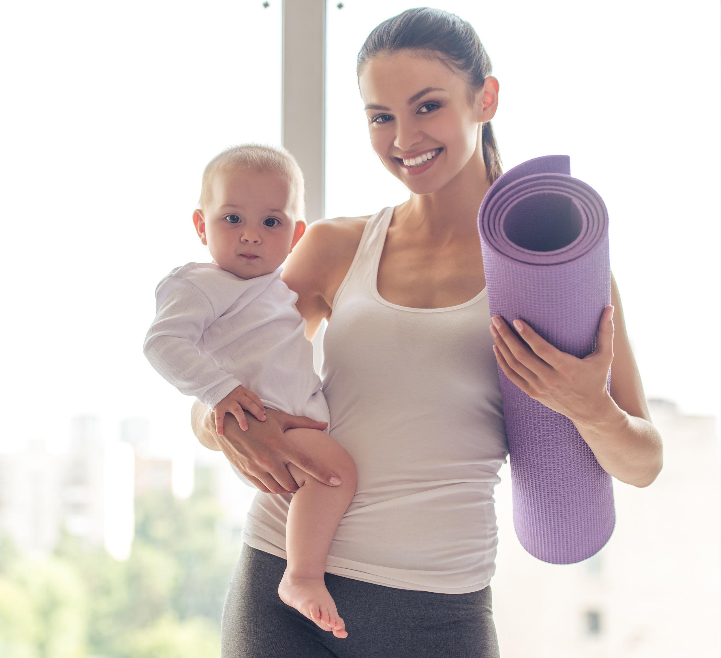 Mamma og baby trening på bekken og barn