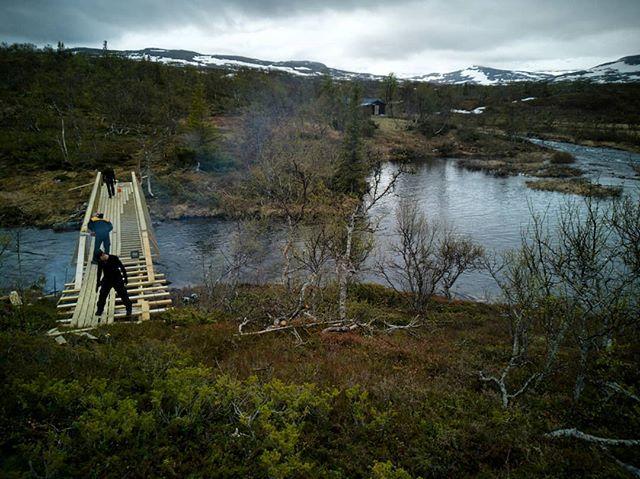 Nybrua over Fiskløyselva er straks klar til bruk.  #liernenasjonalpark #fjellstyreneilierne #lierne #fjellstyrene #statsallmenning