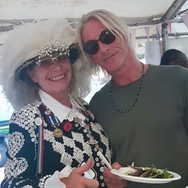 Fab time on Clapham Common with @madnessband and a real pleasure to meet the lovely Paul Weller who asked me if I was a real Pearly Queen - I gave him a copy of dad's book. A genuine nice person 👍