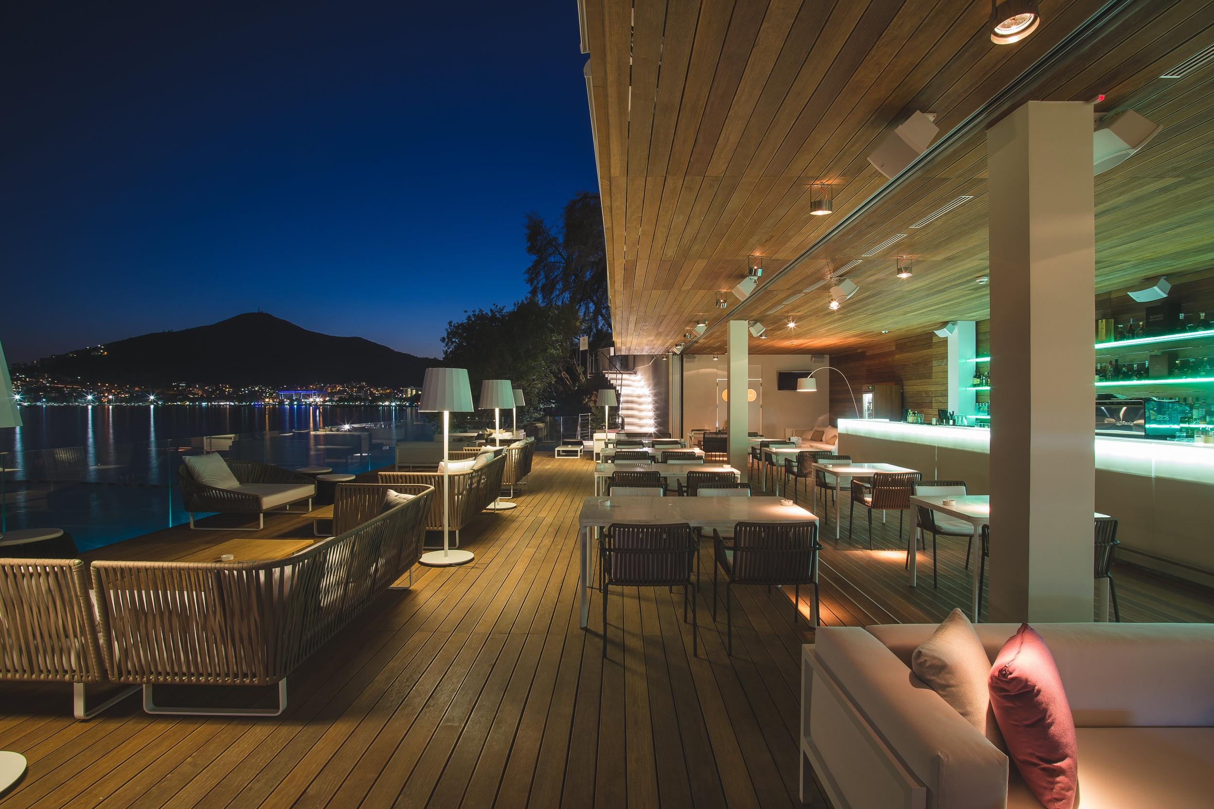 Fine dining restaurant Dukley Beach Lounge