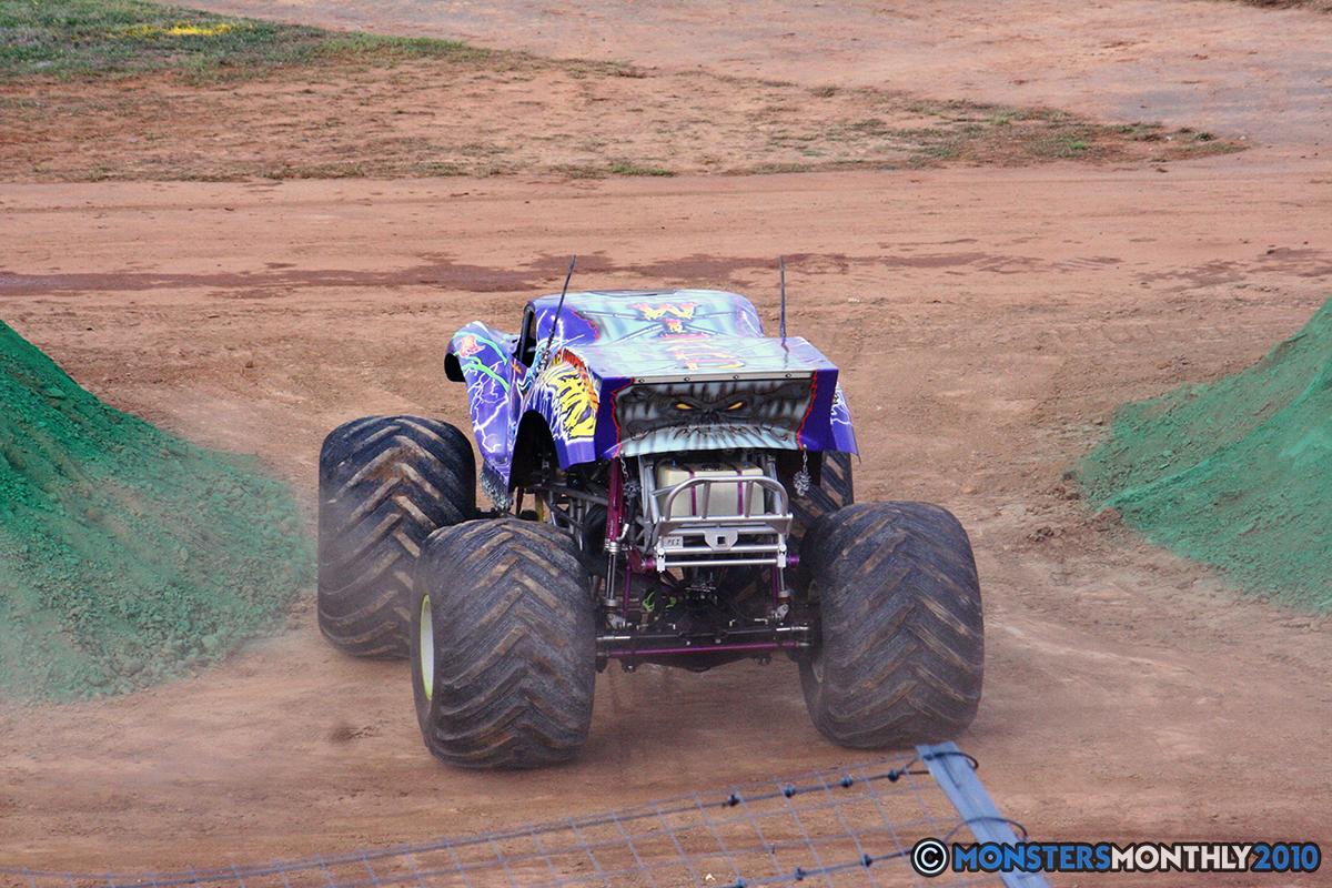03-monstersmonthly-2010-charlotte-dirt-track-monster-truck-back-to-school-bash.jpg