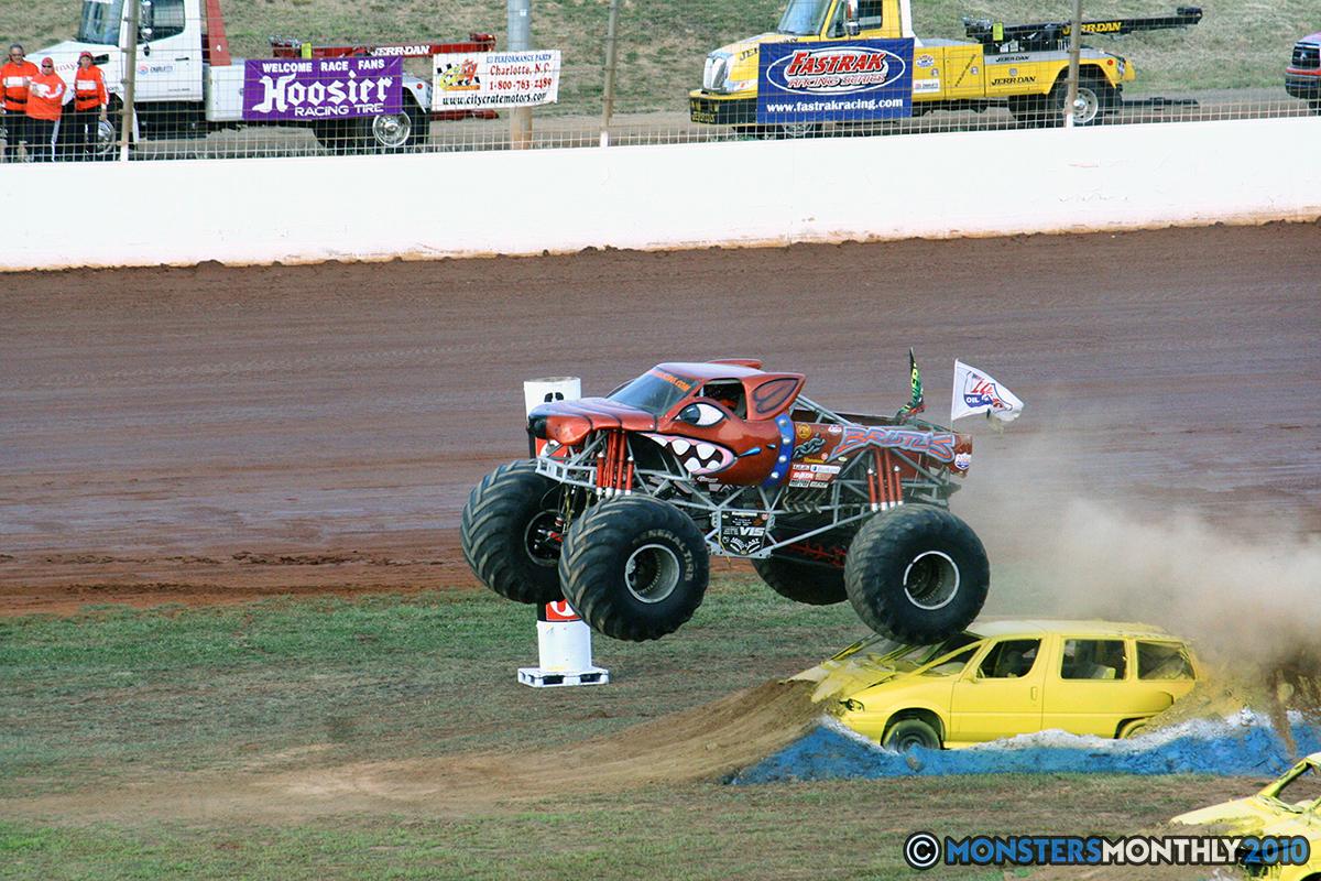 06-monstersmonthly-2010-charlotte-dirt-track-monster-truck-back-to-school-bash.jpg