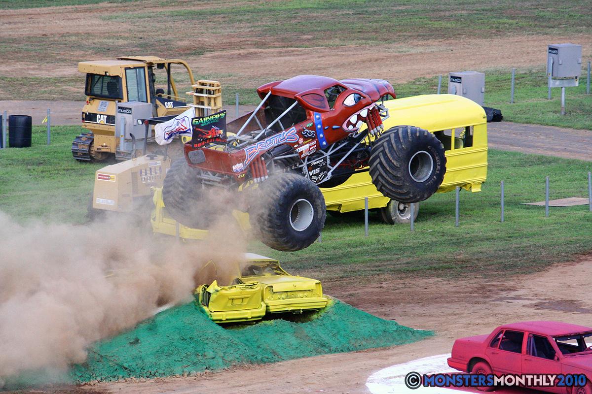 10-monstersmonthly-2010-charlotte-dirt-track-monster-truck-back-to-school-bash.jpg