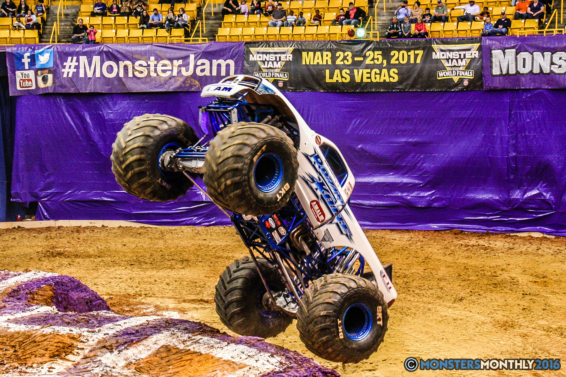 13-monster-jam-utc-mckenzie-arena-chattanooga-tennessee-monstersmonthly-monster-truck-race-gravedigger-monstermutt-xtermigator-razin-kane-doomsday-captainscurse-2016.jpg