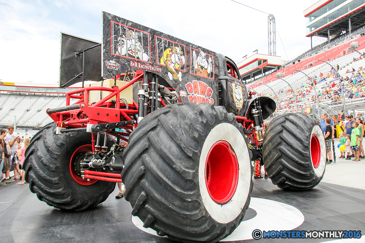 08-monsters-monthly-thompson-metal-monster-truck-madness-2016-bristol-motor-speedway-bigfoot-heavy-hitter-hooked-stone-crusher-quad-chaos-dawg-pound-dirt-crew.jpg