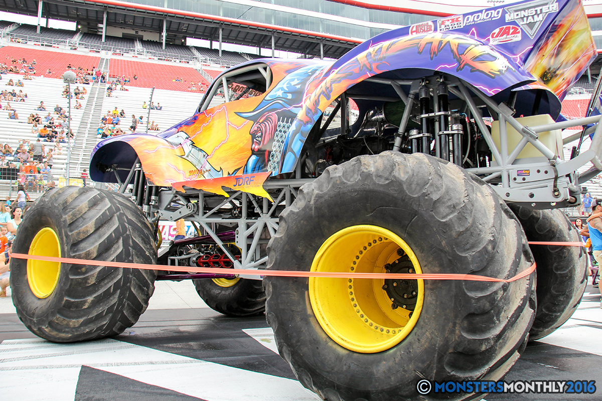 09-monsters-monthly-thompson-metal-monster-truck-madness-2016-bristol-motor-speedway-bigfoot-heavy-hitter-hooked-stone-crusher-quad-chaos-dawg-pound-dirt-crew.jpg
