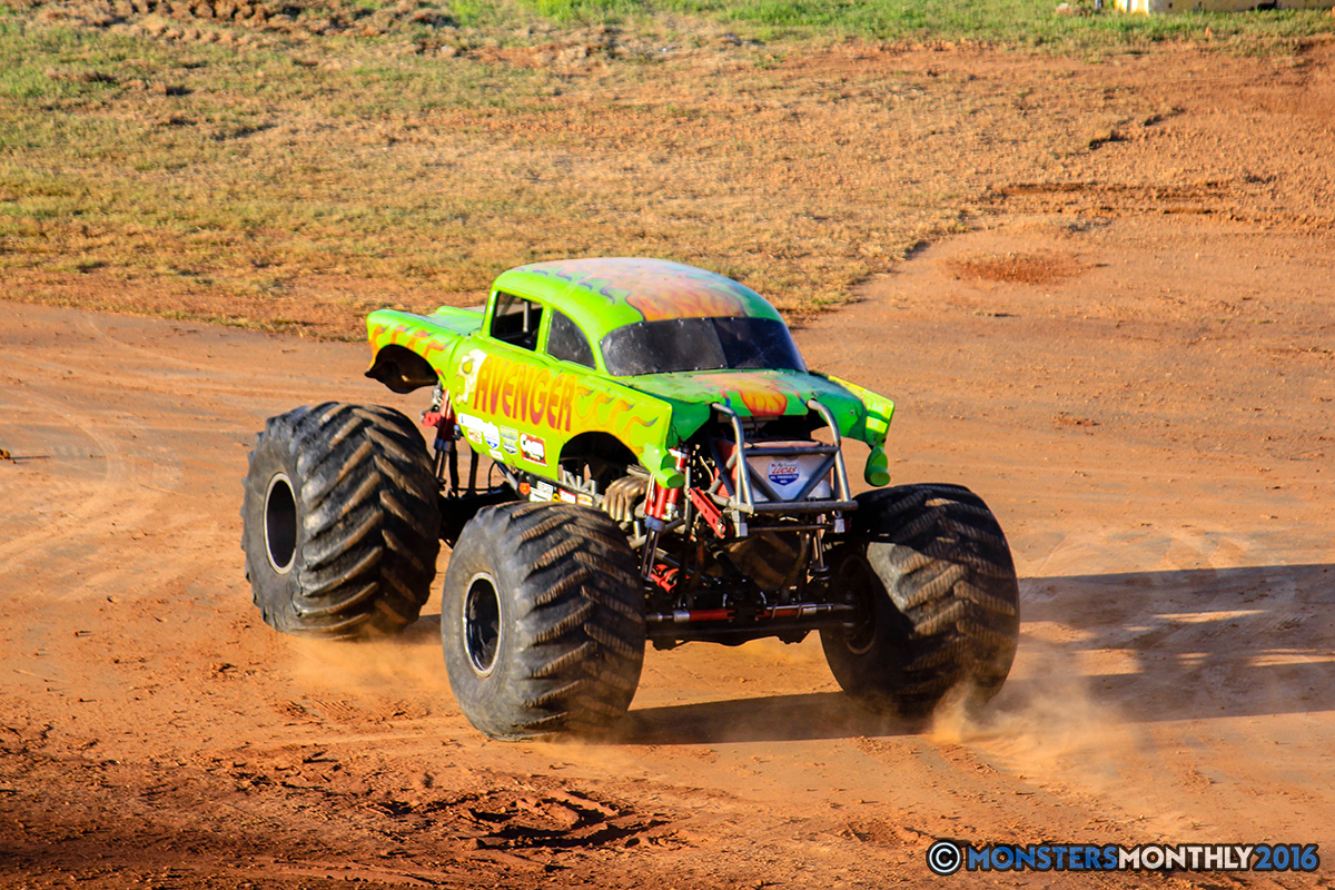 01-monsters-monthly-charlotte-monster-truck-racing-freestyle-north-carolina-2016-bigfoot-avenger-brutus-quad-chaos-heavy-hitter-saigon-shaker-dirt-crew.jpg