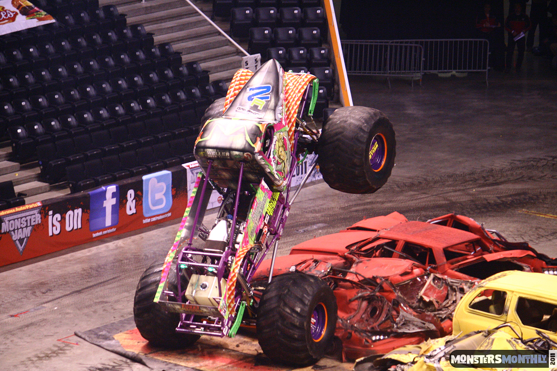23-monsters-monthly-monster-jam-2011-thompson-boling-arena-grave-digger-spiderman-predator-prowler-bad-news.jpg