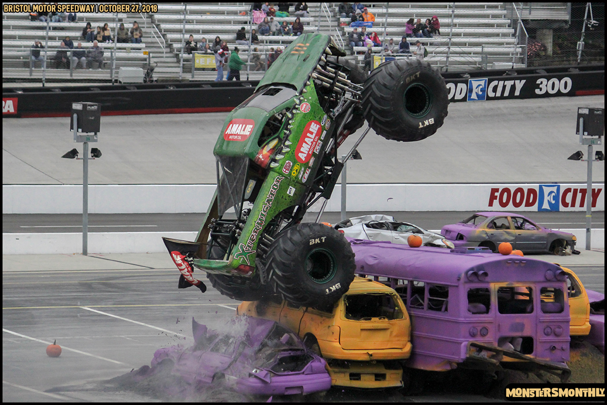 45-metropcs-monster-truck-mash-bristol-motor-speedway-2018-monsters-monthly.jpg
