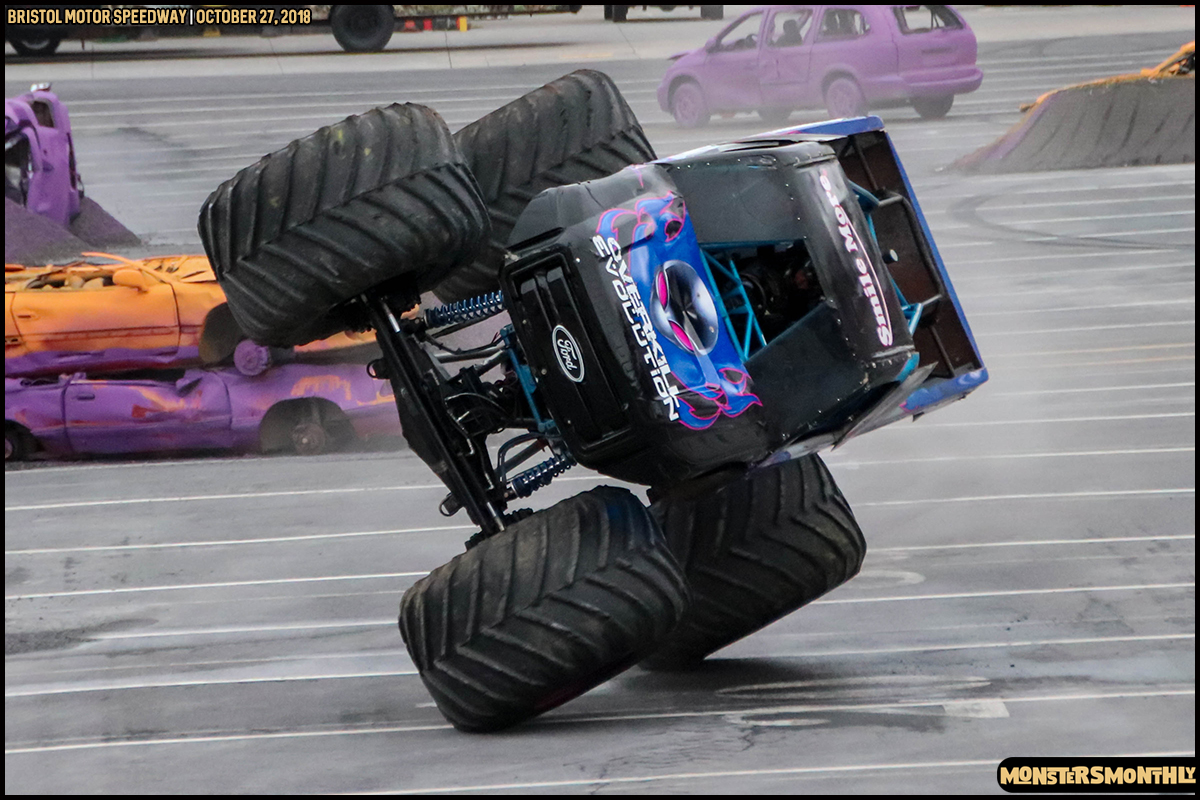 48-metropcs-monster-truck-mash-bristol-motor-speedway-2018-monsters-monthly.jpg