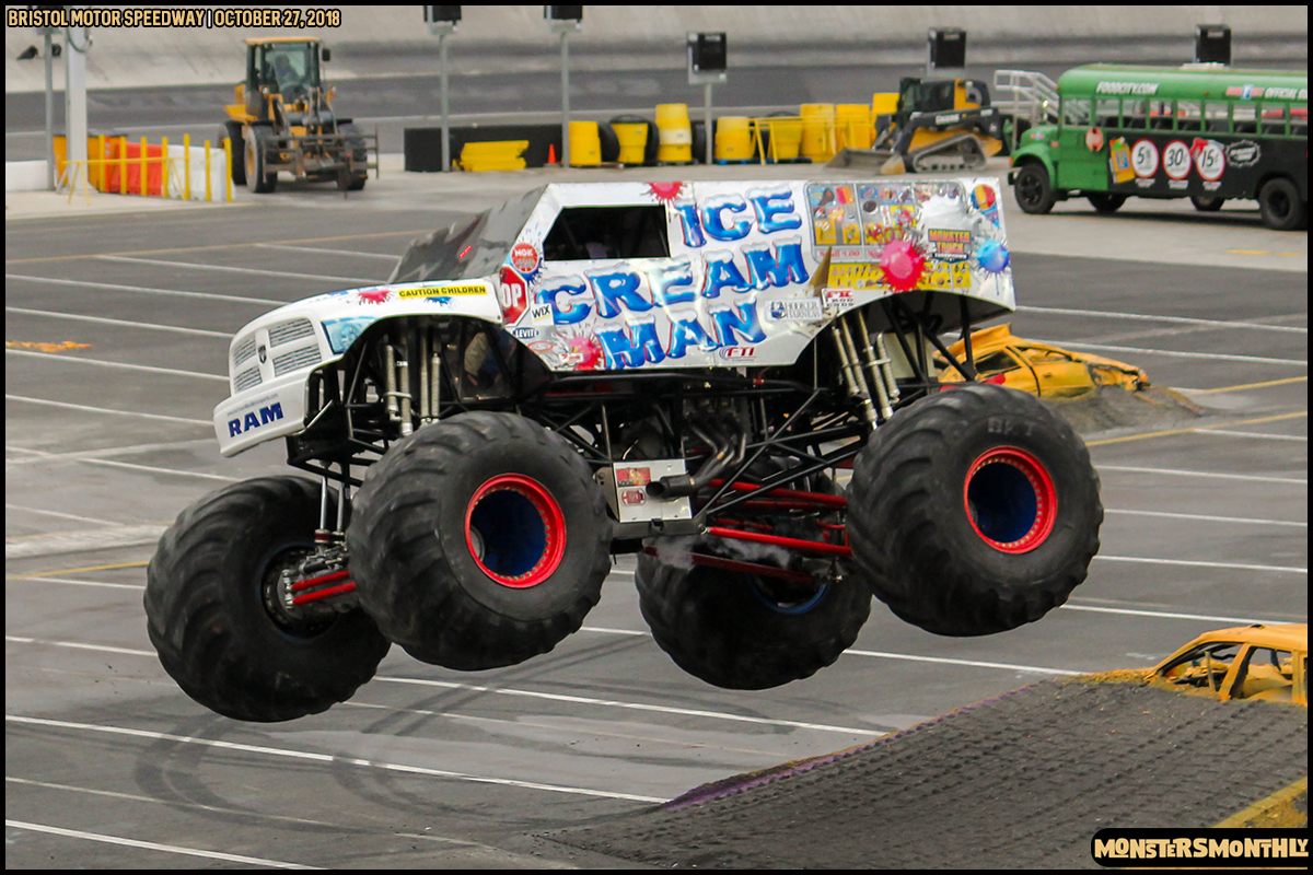 49-metropcs-monster-truck-mash-bristol-motor-speedway-2018-monsters-monthly.jpg