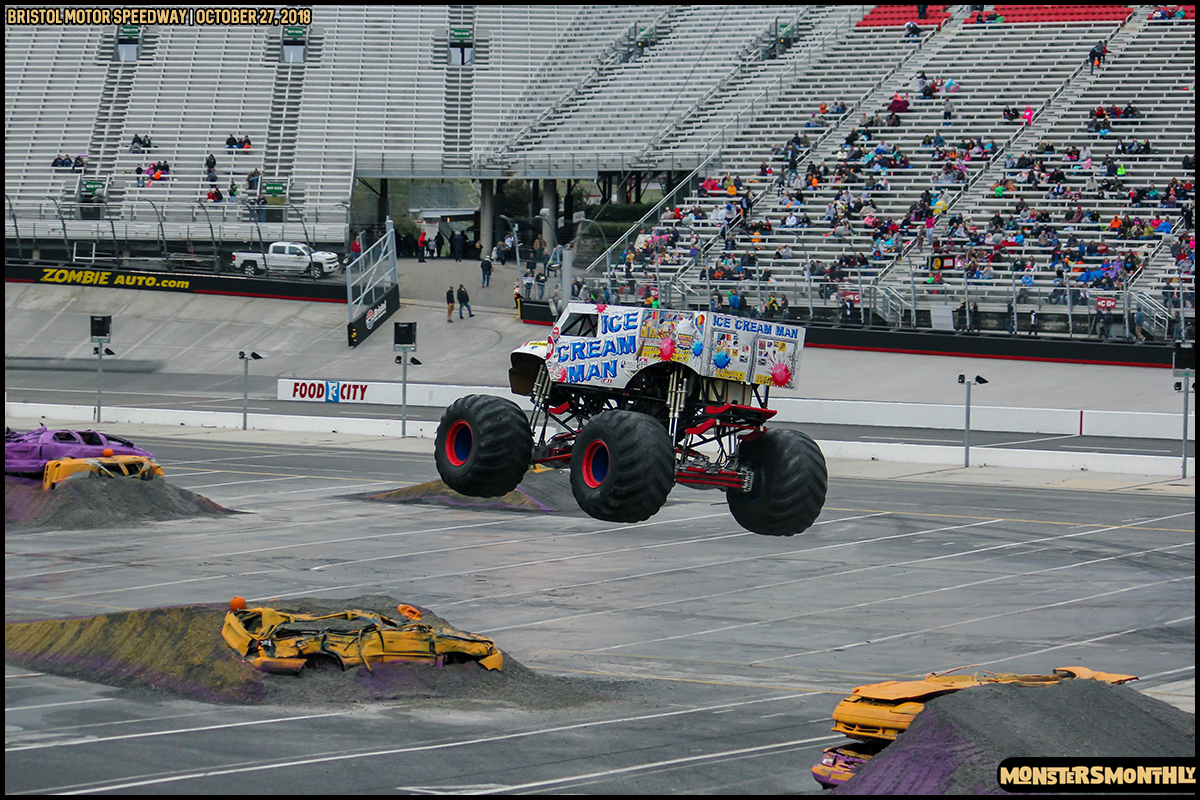 50-metropcs-monster-truck-mash-bristol-motor-speedway-2018-monsters-monthly.jpg