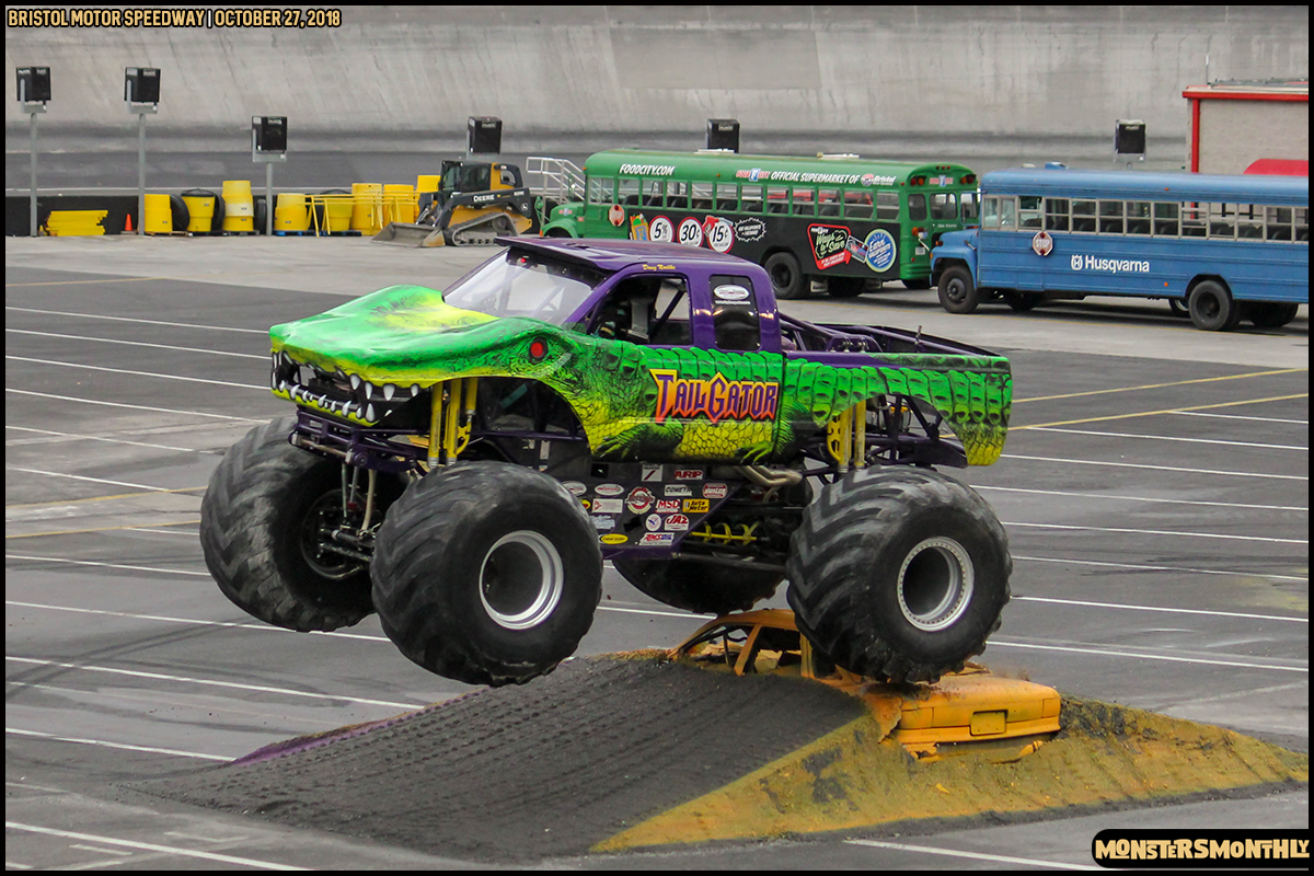 51-metropcs-monster-truck-mash-bristol-motor-speedway-2018-monsters-monthly.jpg