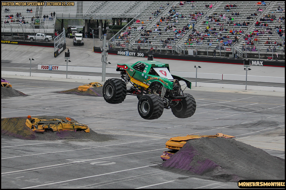 56-metropcs-monster-truck-mash-bristol-motor-speedway-2018-monsters-monthly.jpg