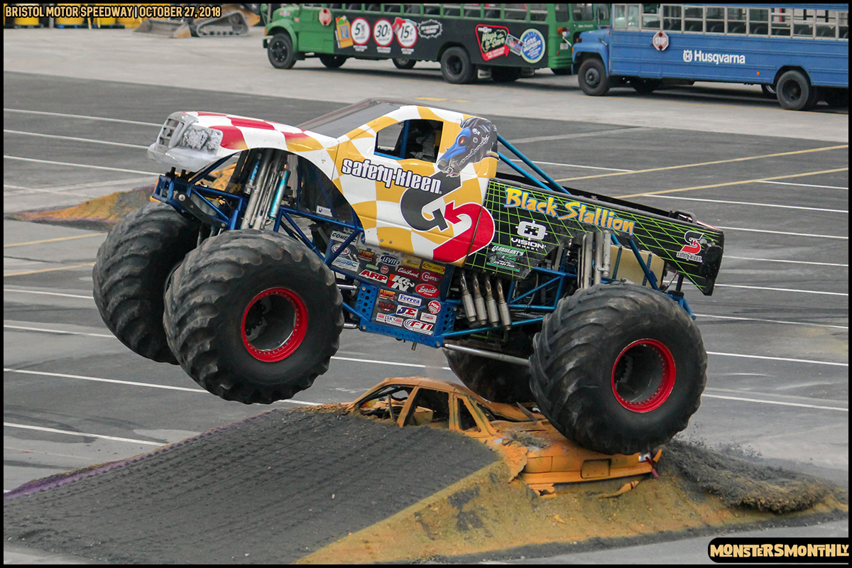 57-metropcs-monster-truck-mash-bristol-motor-speedway-2018-monsters-monthly.jpg