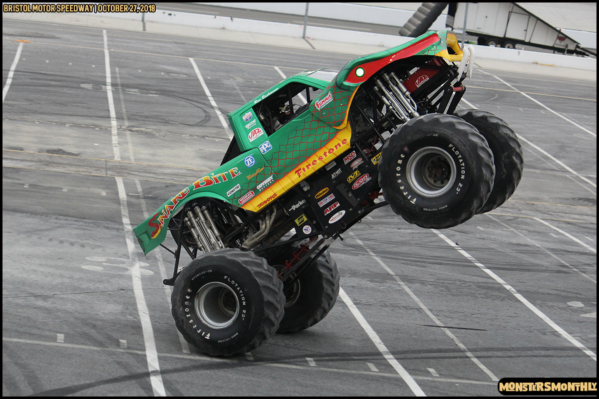 73-metropcs-monster-truck-mash-bristol-motor-speedway-2018-monsters-monthly.jpg