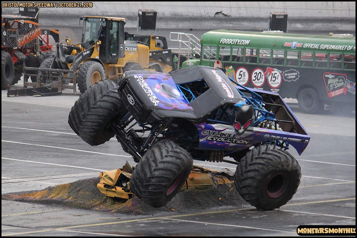 80-metropcs-monster-truck-mash-bristol-motor-speedway-2018-monsters-monthly.jpg
