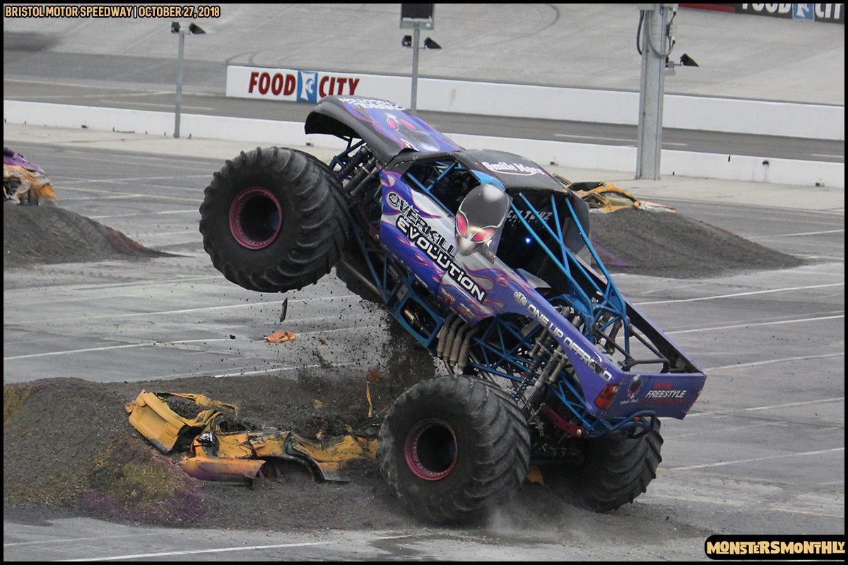 81-metropcs-monster-truck-mash-bristol-motor-speedway-2018-monsters-monthly.jpg