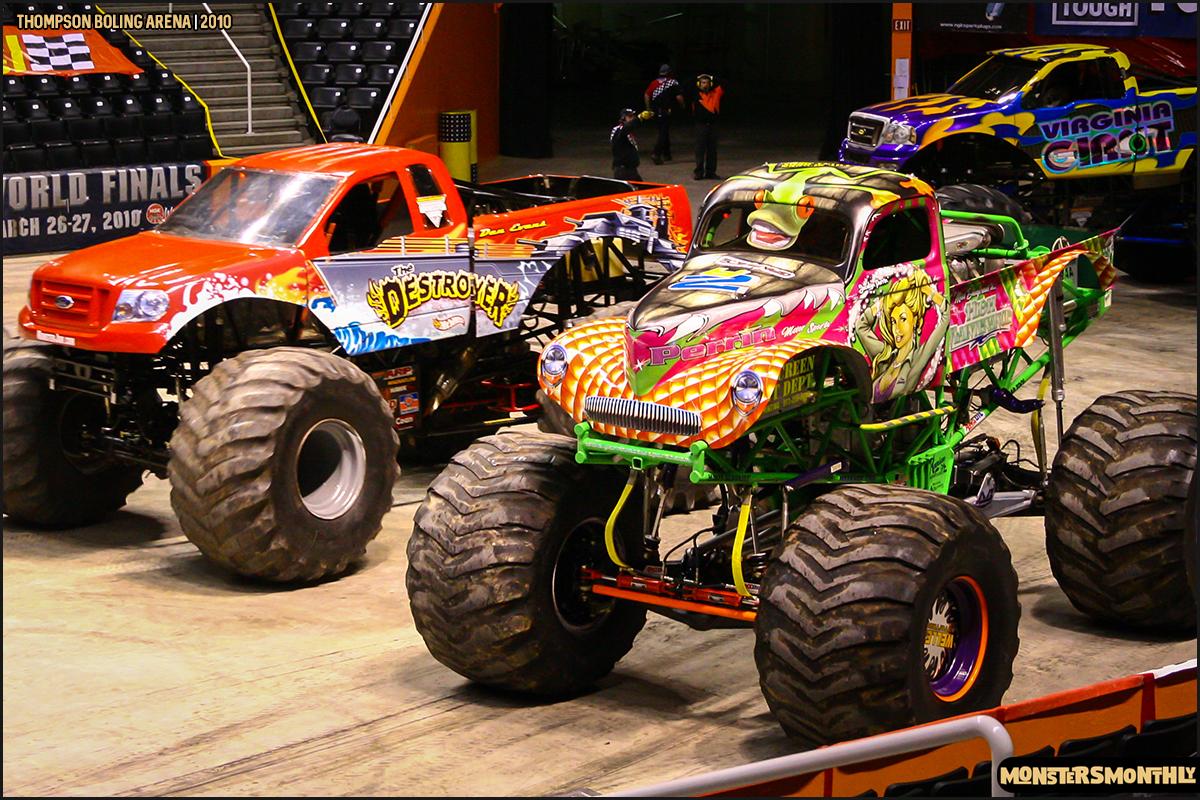 01monster-truck-photo-gallery-monster-jam-thompson-boling-arena-2010-monsters-monthly.jpg