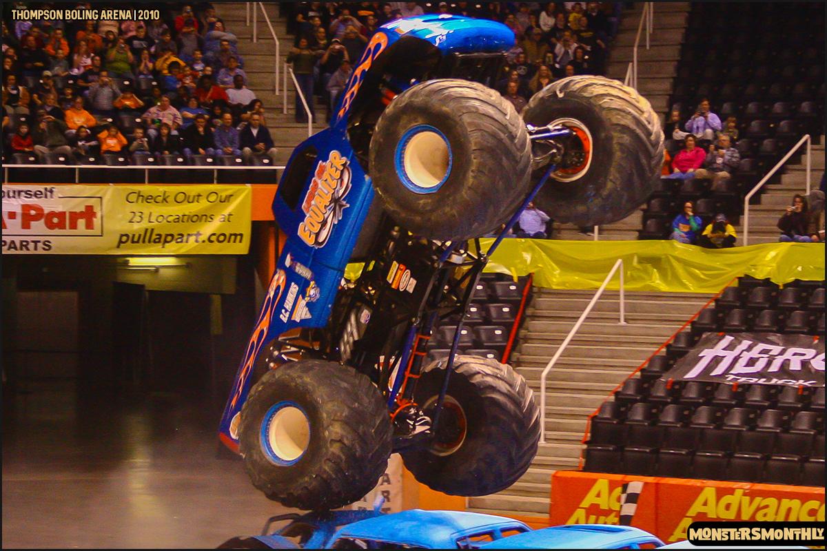 03monster-truck-photo-gallery-monster-jam-thompson-boling-arena-2010-monsters-monthly.jpg