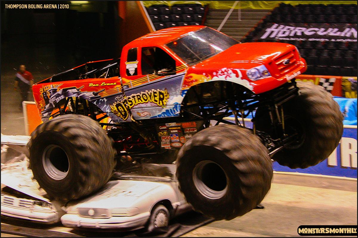 04monster-truck-photo-gallery-monster-jam-thompson-boling-arena-2010-monsters-monthly.jpg