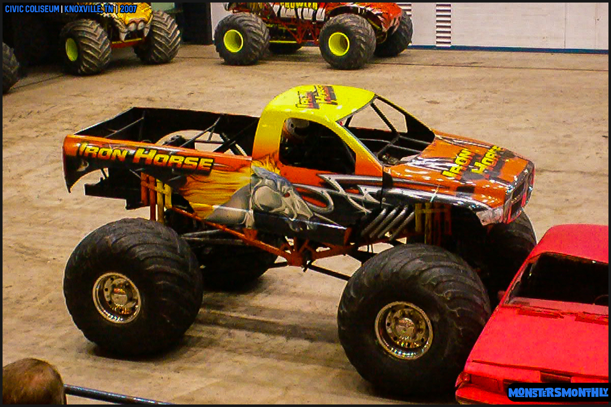 02-monsters-monthly-photography-2007-knoxville-tennessee-monster-truck-racing-freestyle.jpg