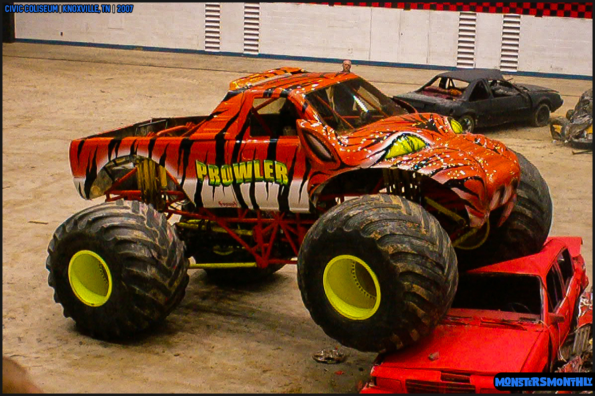 03-monsters-monthly-photography-2007-knoxville-tennessee-monster-truck-racing-freestyle.jpg
