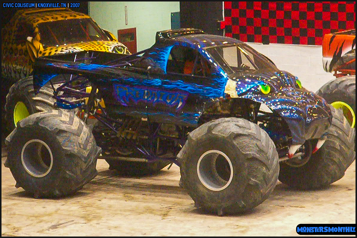 04-monsters-monthly-photography-2007-knoxville-tennessee-monster-truck-racing-freestyle.jpg