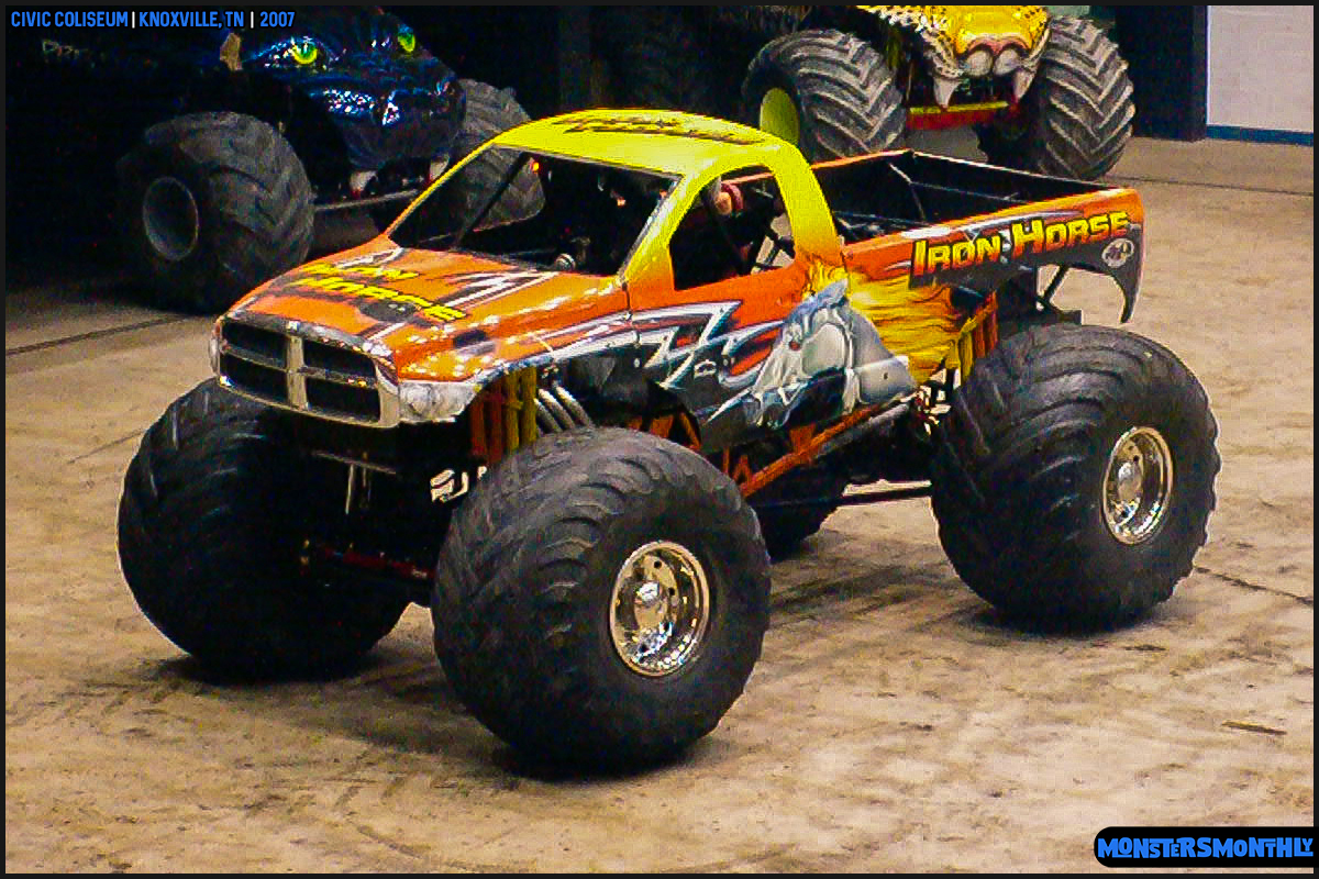 05-monsters-monthly-photography-2007-knoxville-tennessee-monster-truck-racing-freestyle.jpg