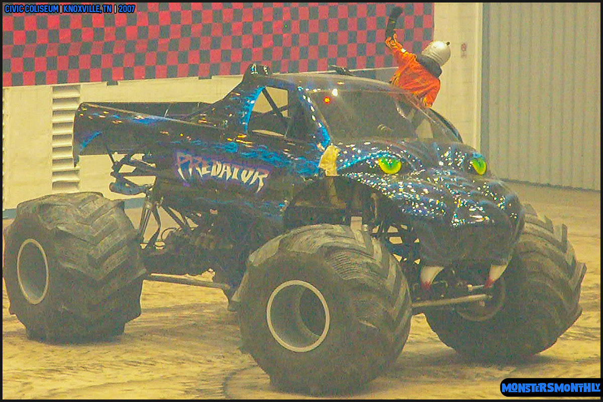 09-monsters-monthly-photography-2007-knoxville-tennessee-monster-truck-racing-freestyle.jpg