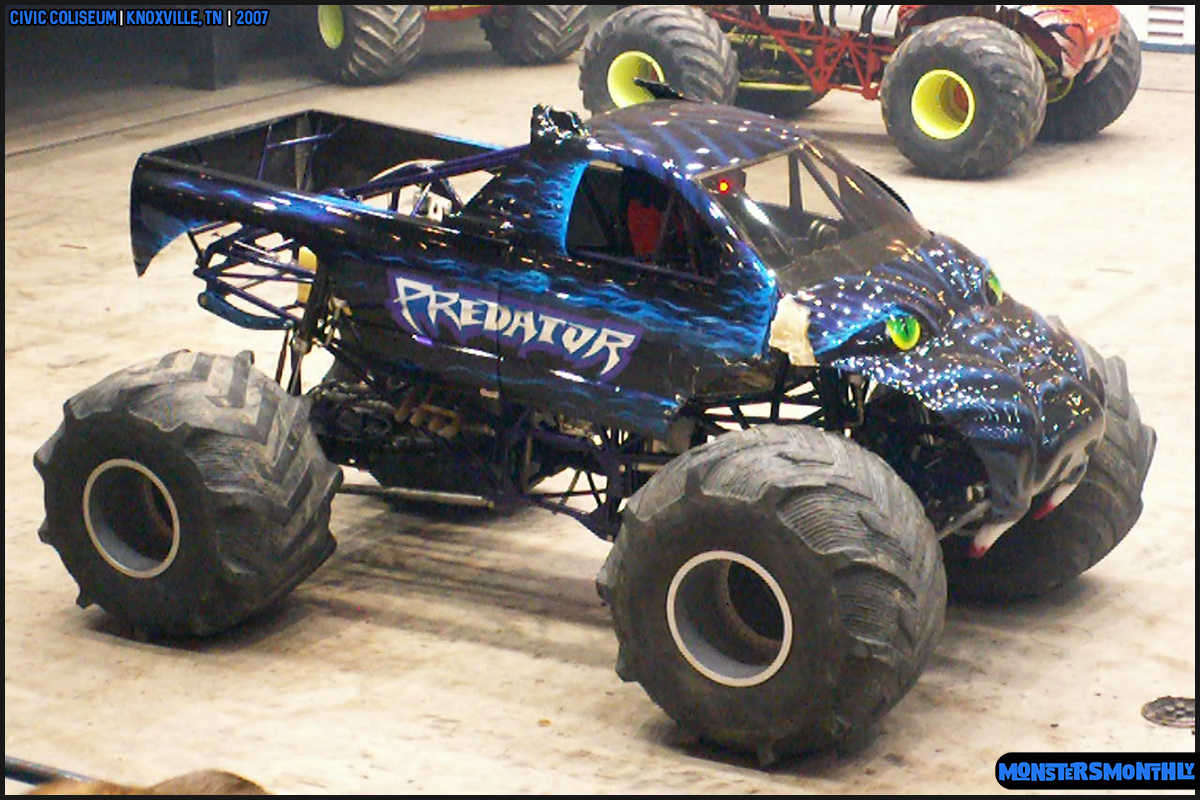 10-monsters-monthly-photography-2007-knoxville-tennessee-monster-truck-racing-freestyle.jpg