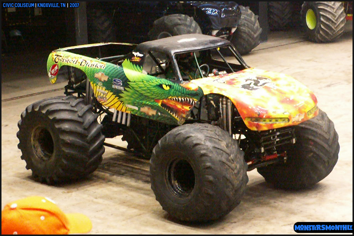 11-monsters-monthly-photography-2007-knoxville-tennessee-monster-truck-racing-freestyle.jpg