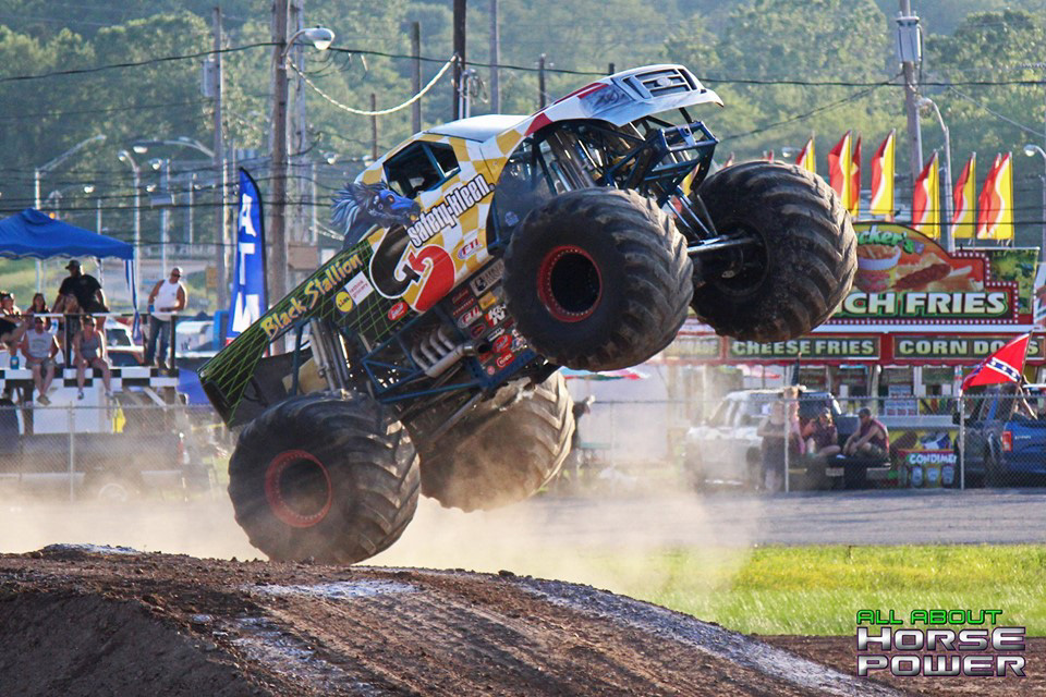 64-all-about-horsepower-photography-4-wheel-jamboree-nationals-bloomsburg-monster-truck-racing-freestyle.jpg