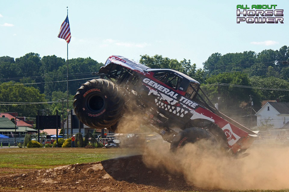 80-all-about-horsepower-photography-4-wheel-jamboree-nationals-bloomsburg-monster-truck-racing-freestyle.jpg