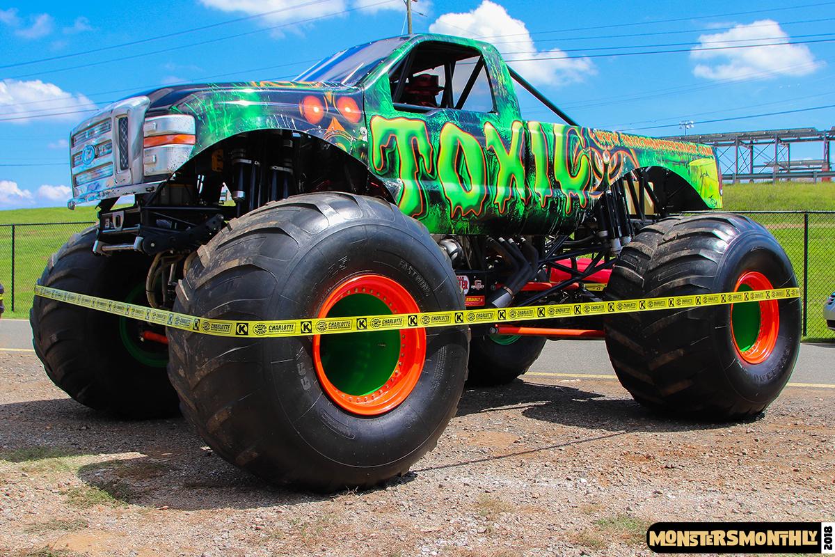 15-monsters-monthly-circle-k-back-to-school-monster-truck-bash-the-dirt-track-race-charlotte-north-carolina-2018-bigfoot5.jpg