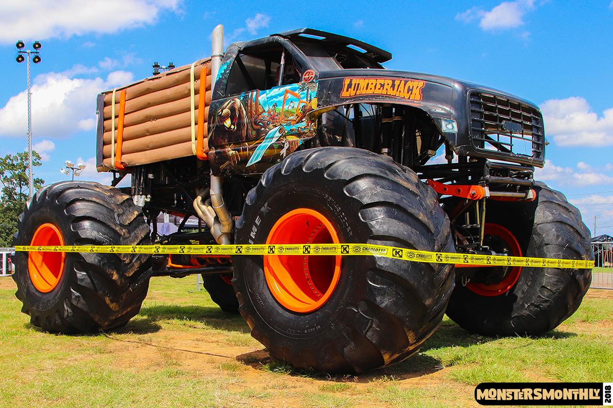 19-monsters-monthly-circle-k-back-to-school-monster-truck-bash-the-dirt-track-race-charlotte-north-carolina-2018-bigfoot9.jpg