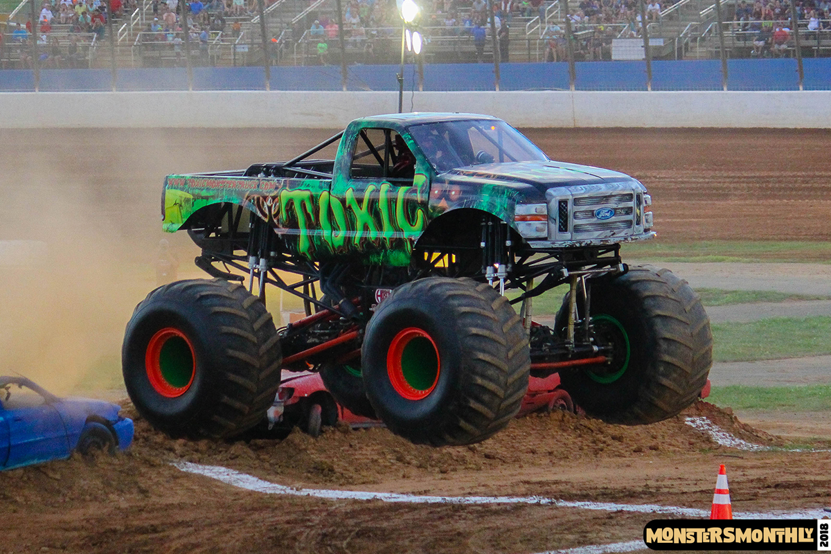 83-monsters-monthly-circle-k-back-to-school-monster-truck-bash-the-dirt-track-race-charlotte-north-carolina-2018-bigfoot3.jpg