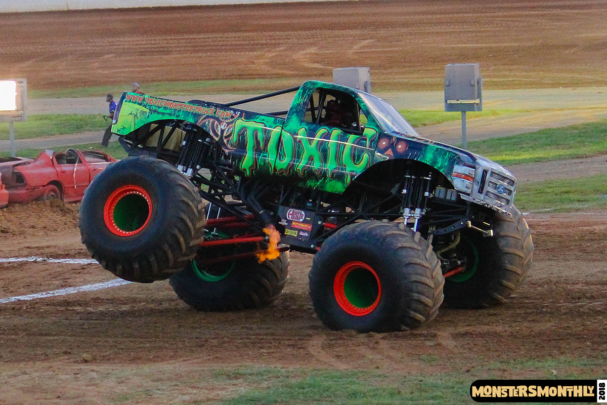 94-monsters-monthly-circle-k-back-to-school-monster-truck-bash-the-dirt-track-race-charlotte-north-carolina-2018-bigfoot4.jpg