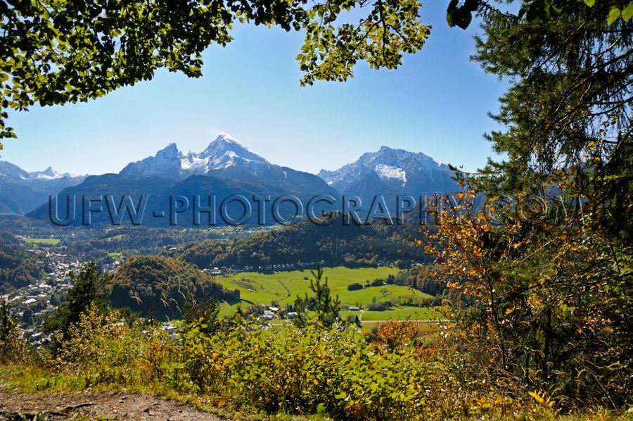 Scenic mountain valley town snowcapped mountain peak Stock Image